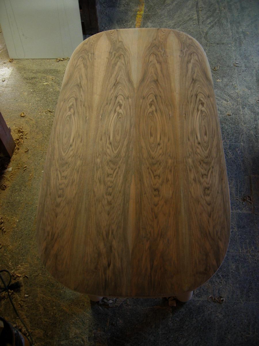 Detall del sobre de fusta de noguera.