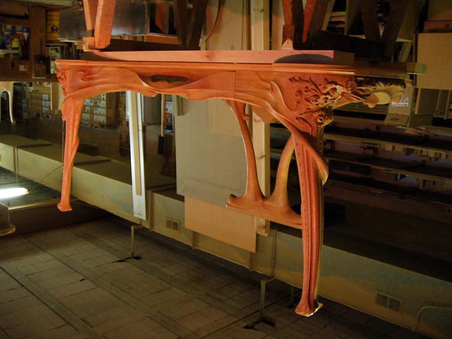 La taula montada, a punt per fer els ultims acabats en les unions de les diferentes peces.