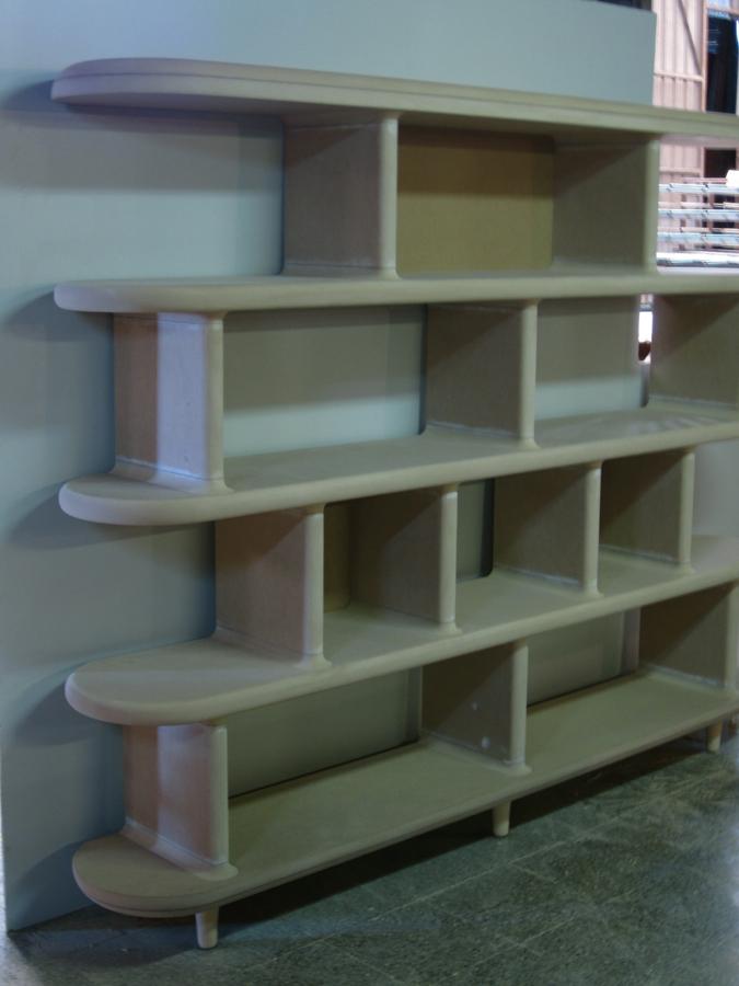 L'estanteria muntada al taller.