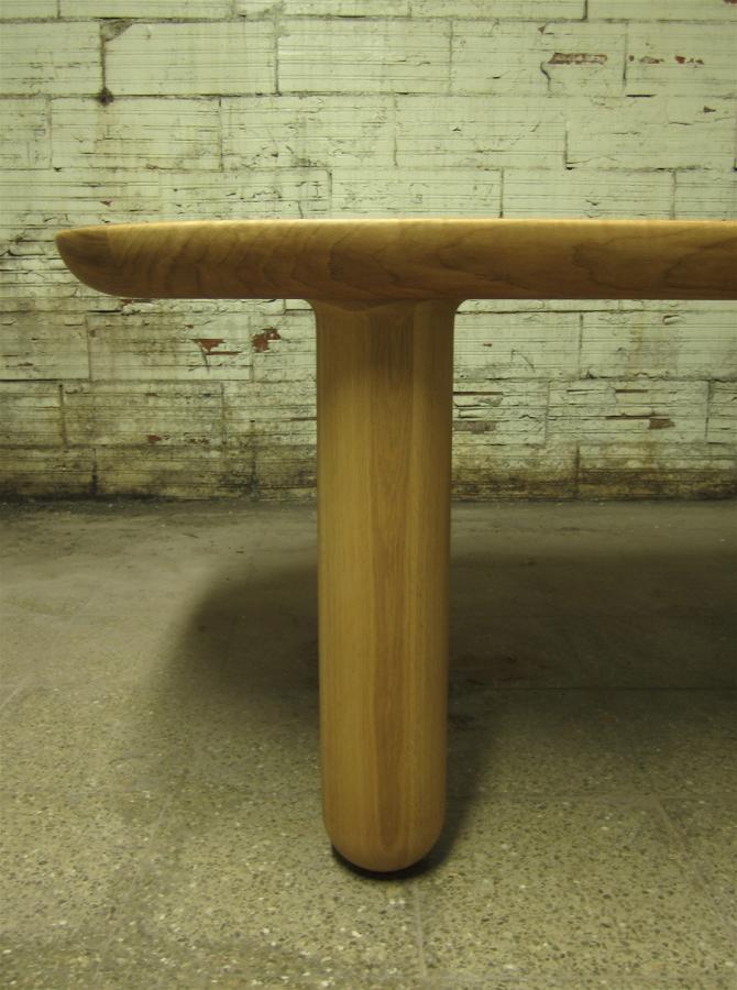 Detall del perfil del sobre de la taula amb la pota.