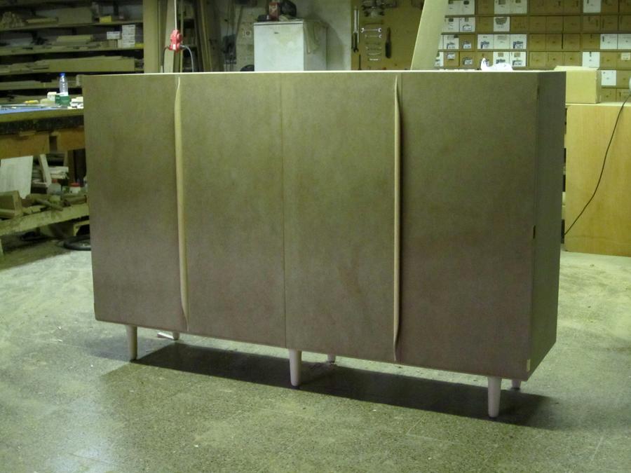 El moble en cru al taller.