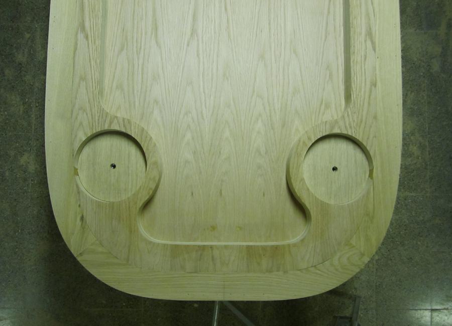 Vista inferior del sobre amb els encaixos per muntar les potes.