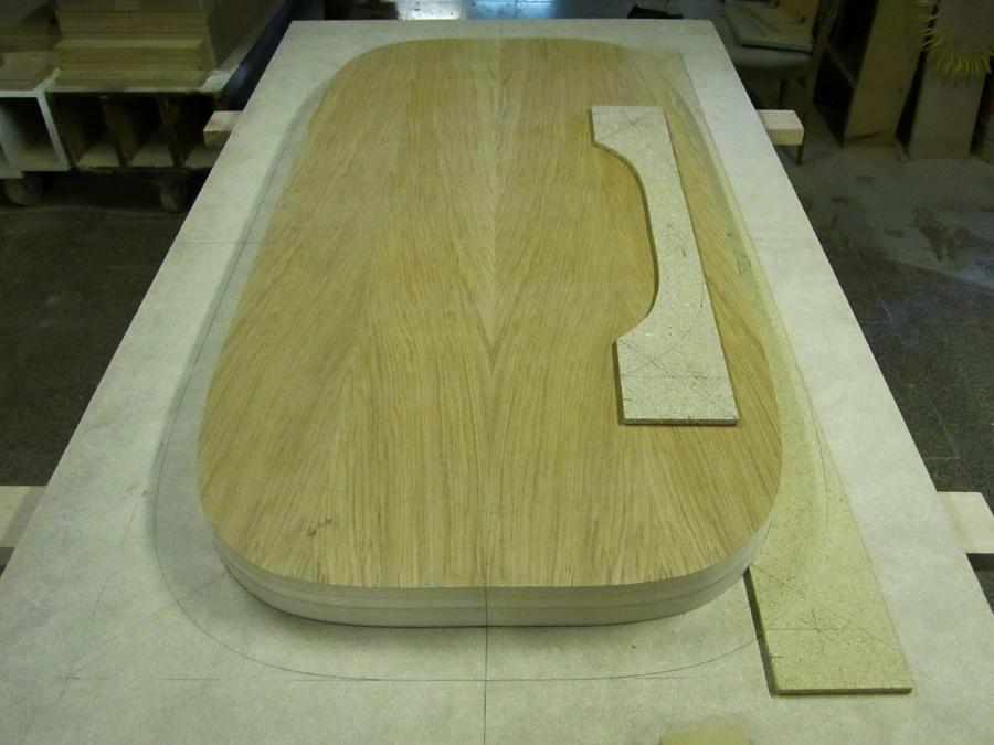 El nucli del sobre de la taula abans d'encolar el marc extern.