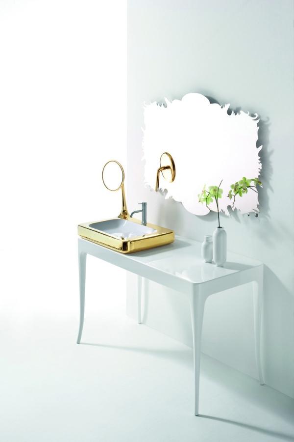 La taula de lavabo gran de color blanc, és el primer moble de la col·lecció que es va fer.