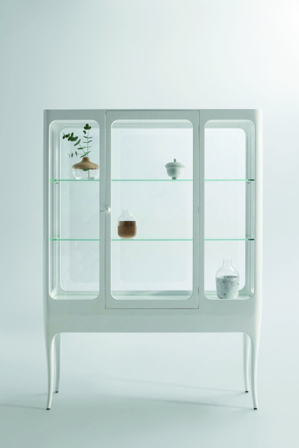 La vitrina sepia gran lacada en color blanc.