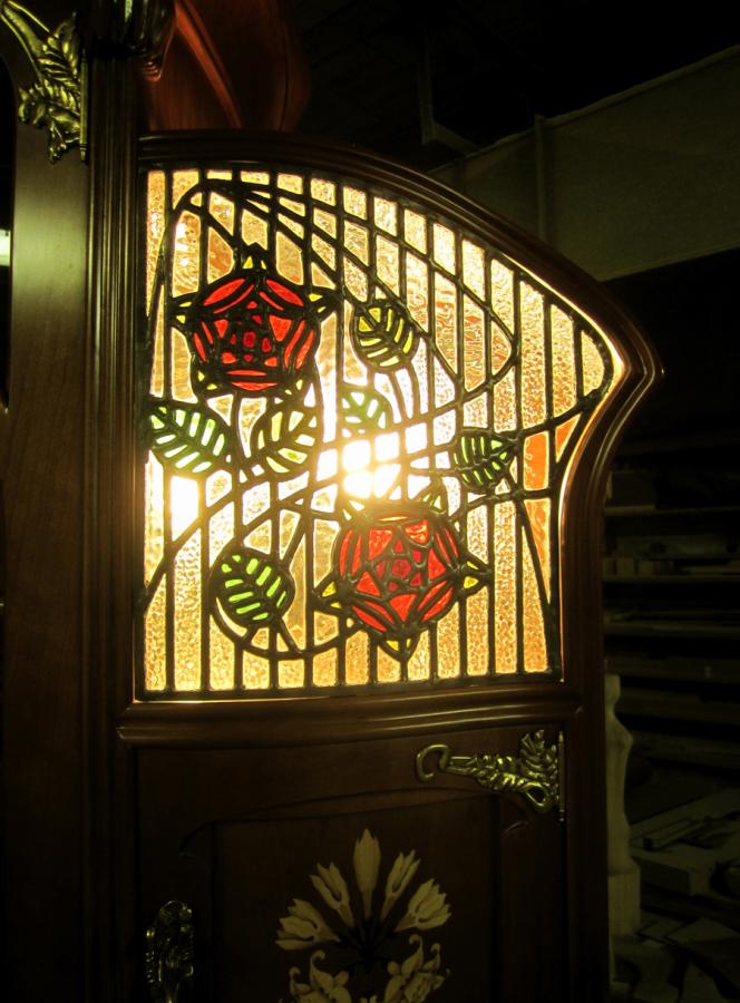 Detall del vitrall. La reproducció dels vitralls es obra d'en Xavier Grau Montserrat.