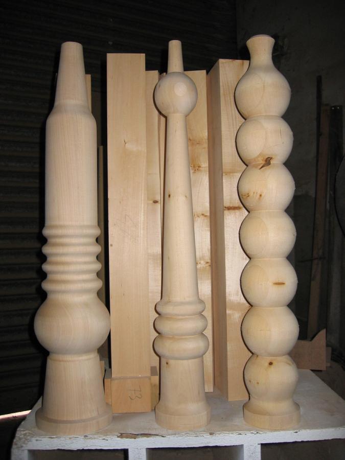 Les potes per la taula orgue acabades de tornejar, totes de formes diferents.