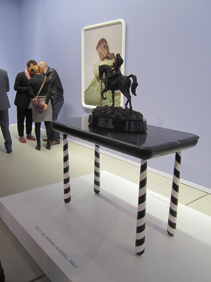 La cónsola amb l'escultura Holly a l'exposició funtástico a Groninger.