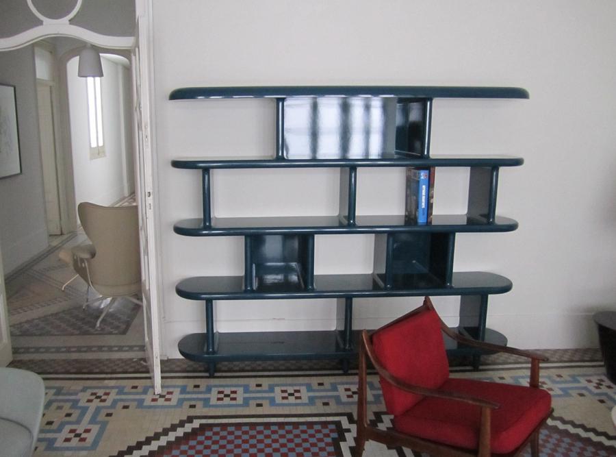 L'estanteria a l'HayónStudio.