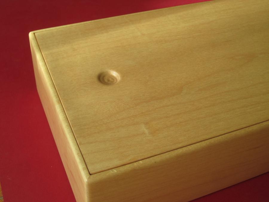 Detall de la tapa de la caixa.