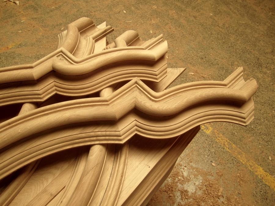 Les peces corresponents a  les motllures curves de les portes.
